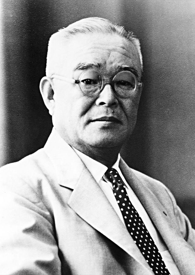 第8代会長 金丸 冨夫