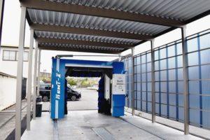 富山県中央自動車学校 門型洗車機導入でキレイな教習車PR